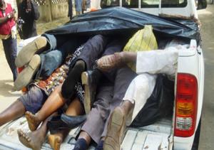 Le vittime di uno degli attacchi di Boko Haram a Kano (Nigeria).