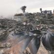 I resti del Boeing delle linee aeree malesi abbattuto sull'Ucraina.